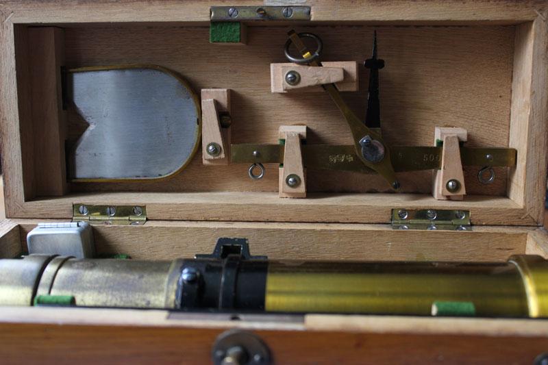 antike zaponiertes messing kornwaage louis schopper. Black Bedroom Furniture Sets. Home Design Ideas